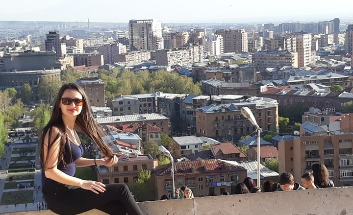 This image has an empty alt attribute; its file name is yerevan-munte.jpg